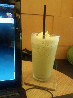 portatil en cafetería